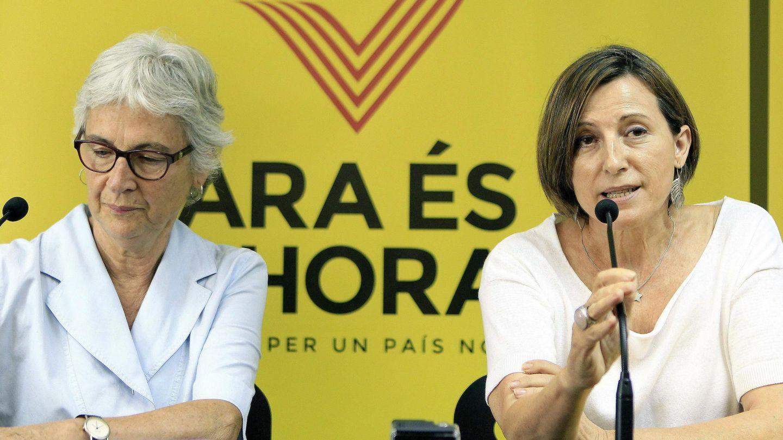 La presidenta de la Asamblea Nacional Catalana (ANC), Carme Forcadell (d). (EFE)