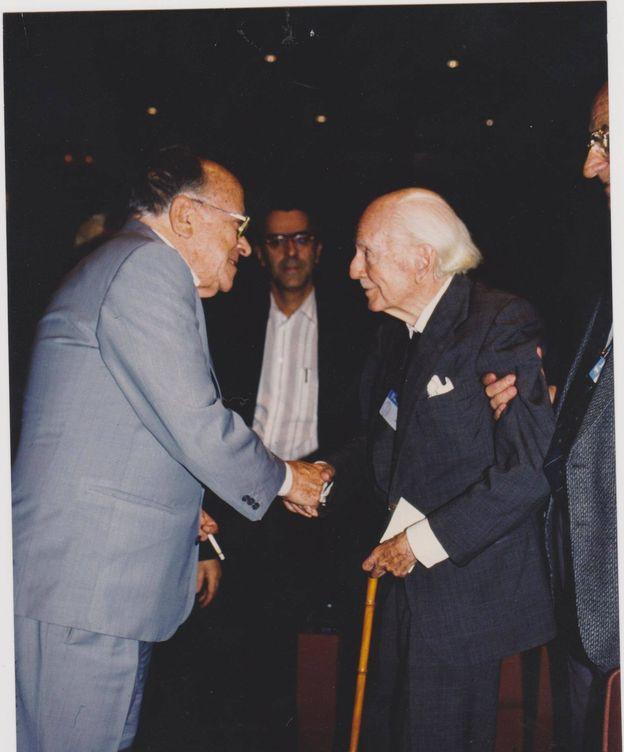Foto: Fotografía del encuentro entre Ramón Serrano Súñer y Santiago Carrillo. (Balbino Ferrero)