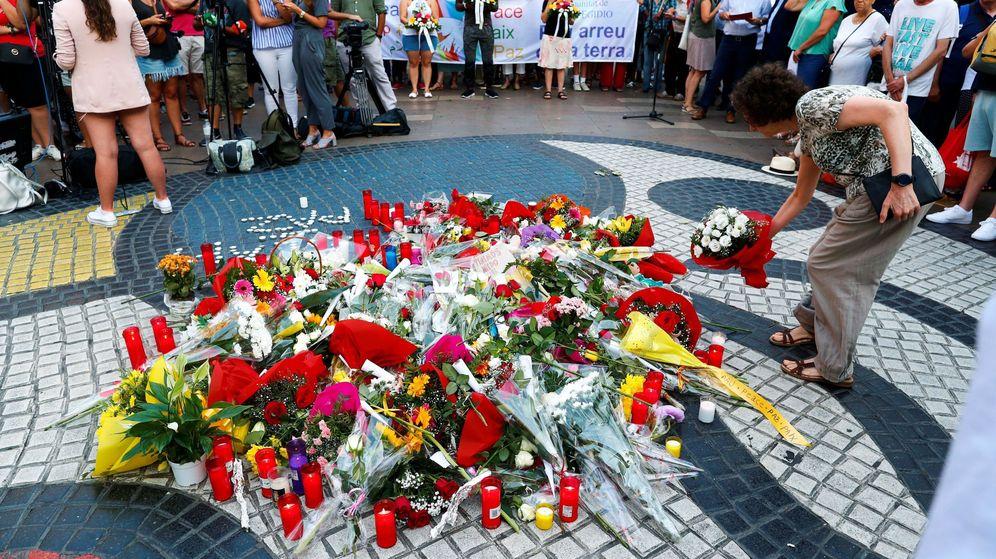Foto: Homenaje por los atentados de las Ramblas. (EFE)