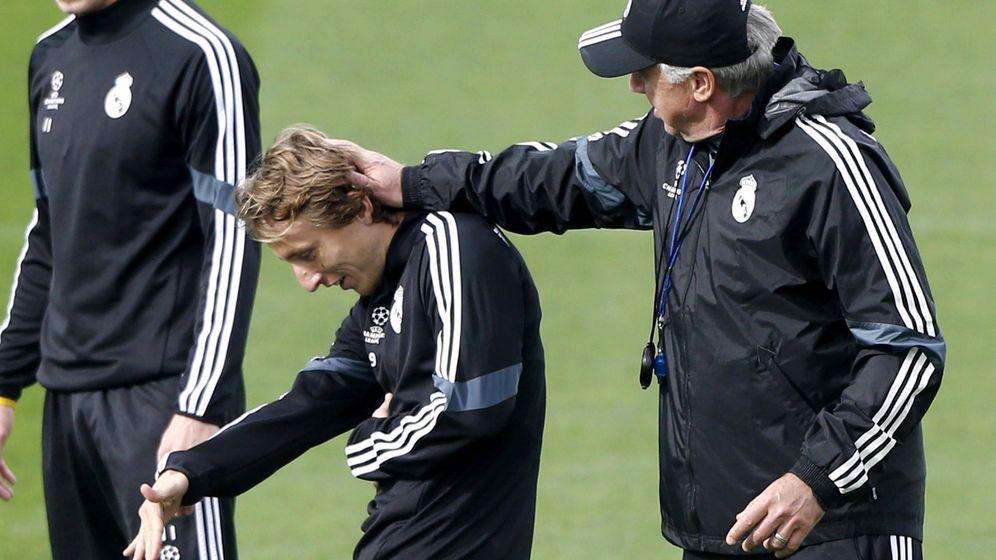 Foto: Carlo Ancelotti y su pupilo, Luka Modric, en un entrenamiento.