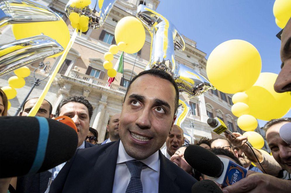 Foto: El líder del M5S Luigi di Maio frente a la Cámara de Diputados de Roma, el pasado julio. (EFE)
