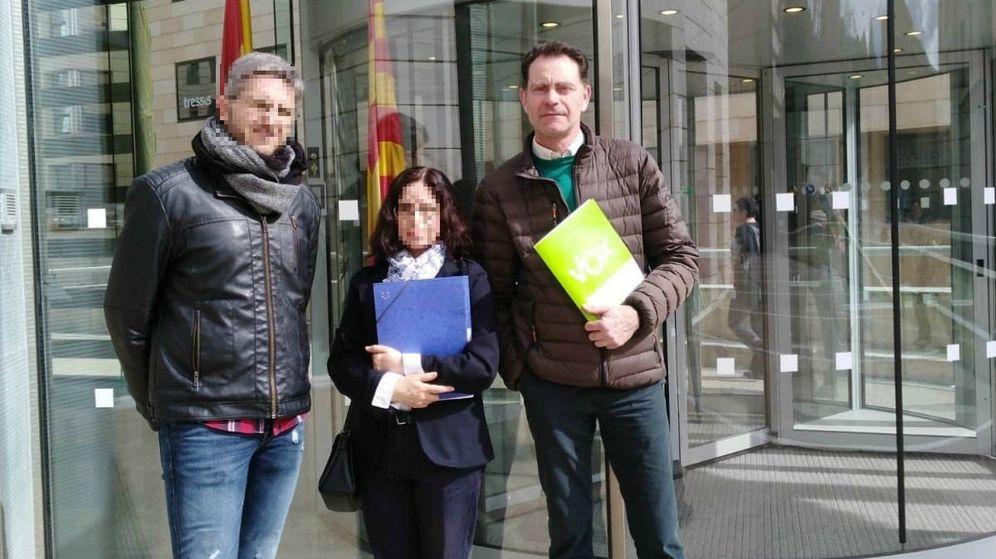 Foto: José Antonio Ortiz Cambray, a la derecha con carpeta verde. (Vox)