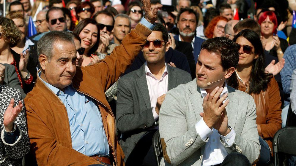 Foto: El presidente de Cs, Albert Rivera, y el número tres de la candidatura de Manuel Valls a la alcaldía de Barcelona, el exalcalde de L'Hospitalet Celestino Corbacho. (EFE)