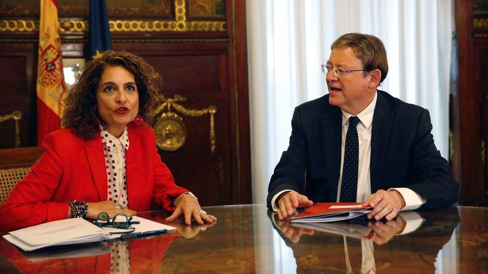 Foto: María Jesús montero y Ximo Puig, en el Ministerio de Hacienda. (EFE)