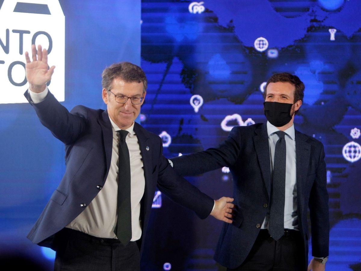 Foto: El presidente del PPdeG, Alberto Núñez Feijóo (i), y el presidente del PP, Pablo Casado, durante un acto reciente en A Coruña. (EFE)