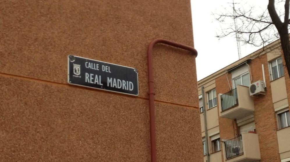 Foto: Placa de la Calle Real Madrid, en Madrid. (Gonzalo Mazarrasa)
