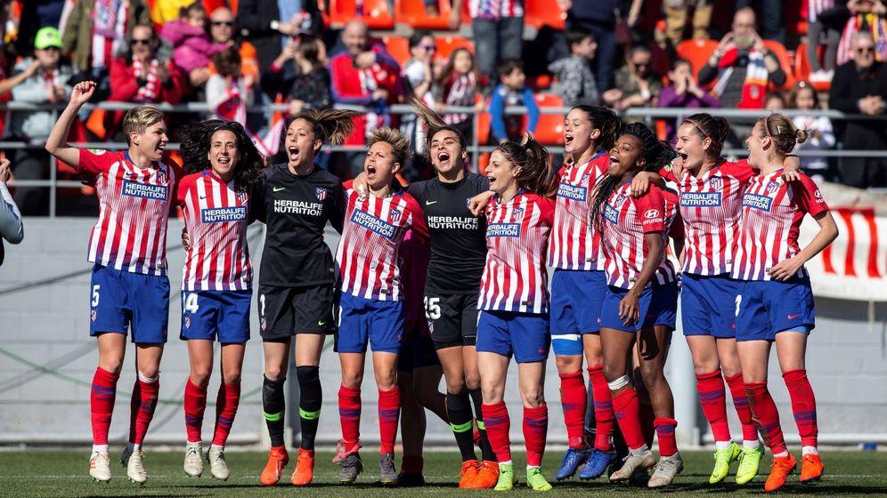 Foto: Las jugadoras del Atlético celebran el triunfo en su anterior partido en el Metropolitano contra el Barça. (EFE)