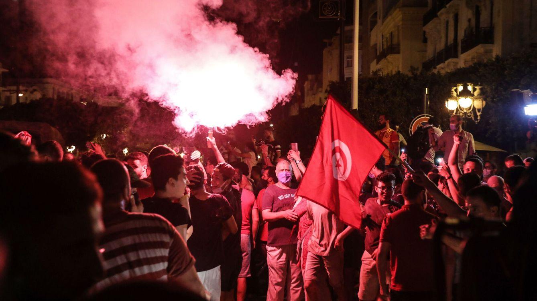 ¿Cómo ha llegado el 'golpe constitucional' que sacude al único éxito de la primavera árabe?