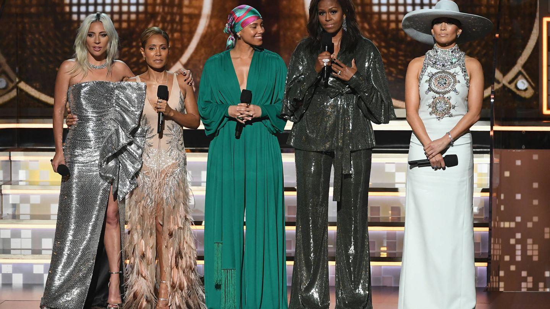 Las cinco mujeres abrieron la gala de los Grammy. (Getty)