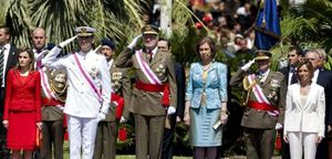Día de las Fuerzas Armadas: Zapatero se esconde, Chacón preside y el Rey envejecido