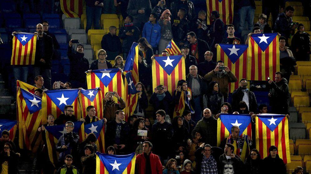 Foto: Esteladas en el Camp Nou (EFE)