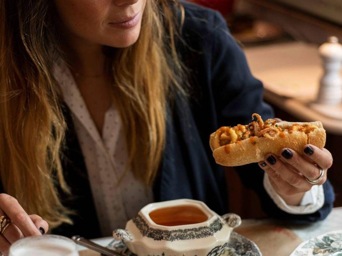 Foto: Descubre los mejores bares y tabernas de Madrid para tomar el mítico bocadillo de calamares. (Instagram @patiodeleonesmadrid)
