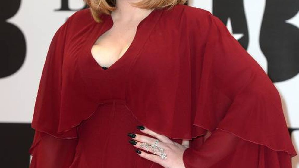 Adele se gana a sus fans con un vídeo (sin maquillaje) pidiéndoles perdón
