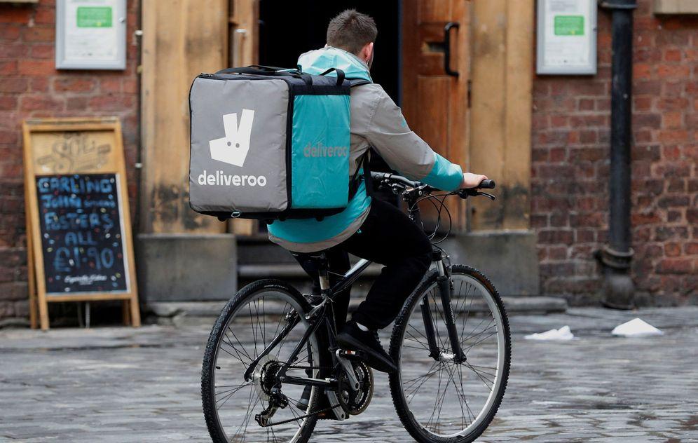 Foto: Un trabajador de Deliveroo en Liverpool. (Reuters)