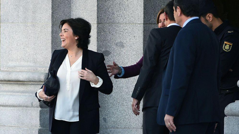 Foto: La exvicepresidenta del Gobierno Soraya Sáenz de Santamaría, a su salida del Tribunal Supremo. (EFE)