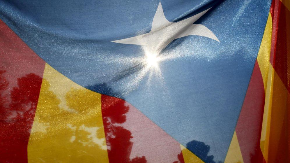 Foto: Una estelada ondea en una de las manifestaciones a favor de la independencia. (Reuters)