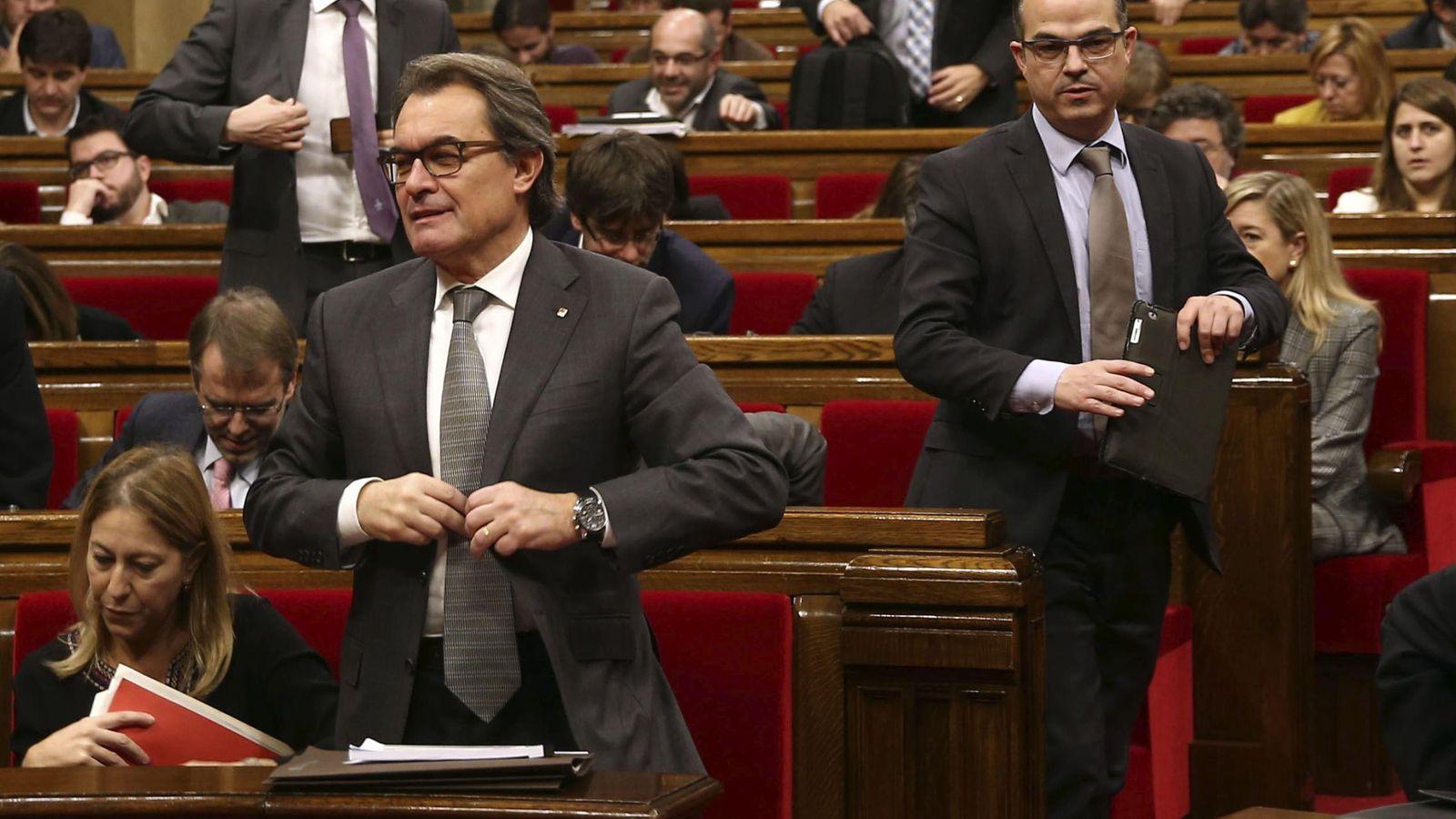 Foto: El portavoz parlamentario de Junts Pel Si, Jordi Turull junto al expresidente de la Generalitat, Artur Mas. (Efe)