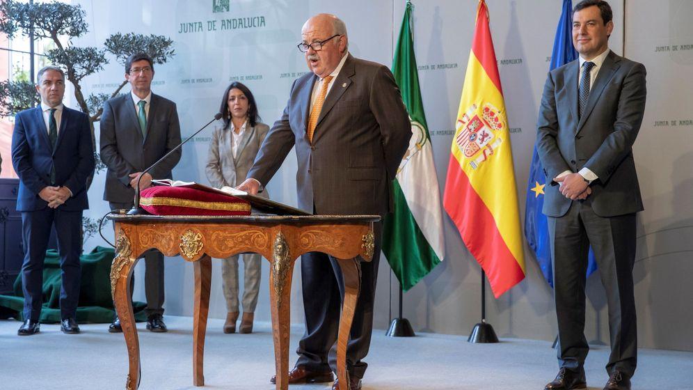 Foto: El consejero de Salud y Familias, Jesús Aguirre, en su toma de posesión. (EFE)
