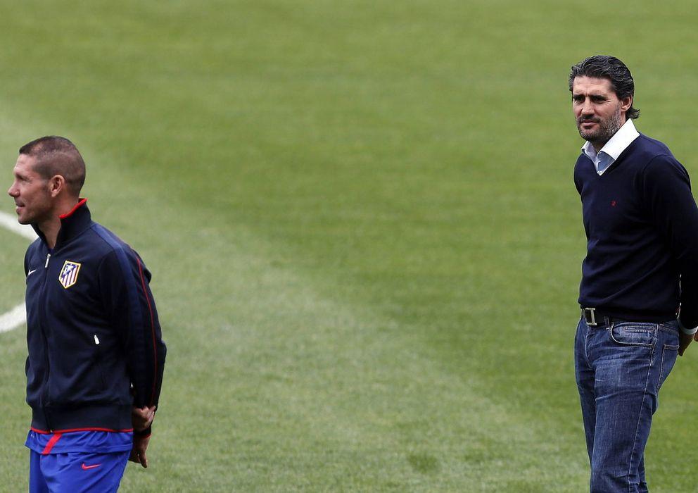 Foto: Simeone junto a Caminero durante un entrenamiento del Atlético (Efe).