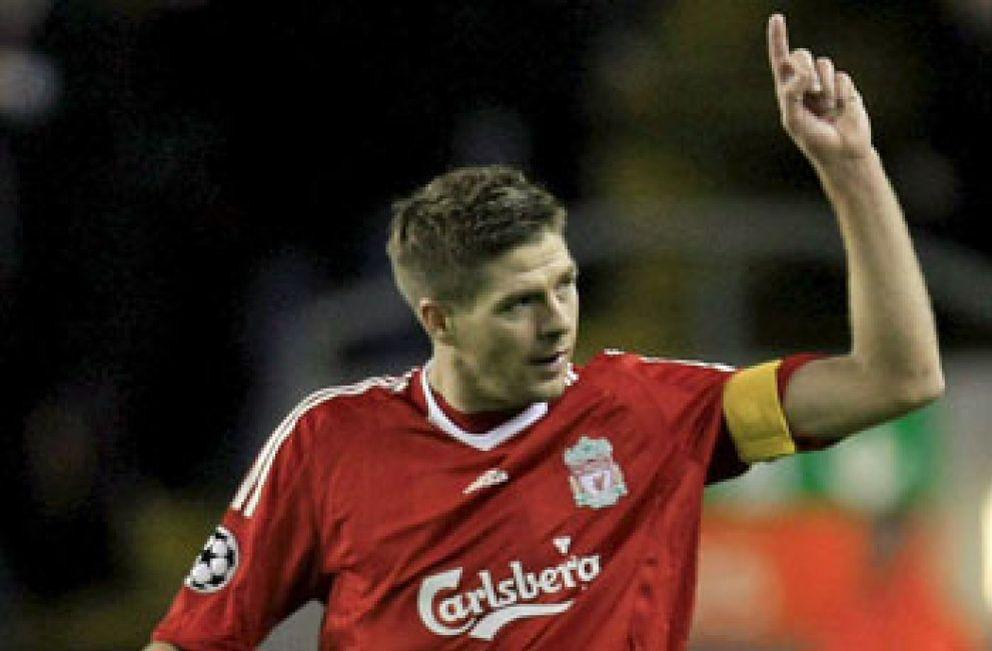 La UEFA cita al Olympique el día 11 por lanzamiento de objetos ante el Liverpool
