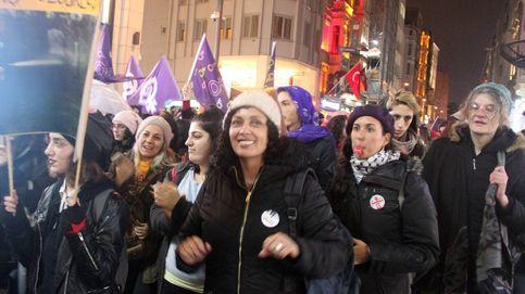 Desveladas. Las moras europeas gritan: ¡No nos taparán!