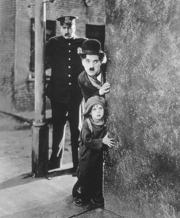 Foto: Chaplin y Coogan, en 'El chico'. (CP)