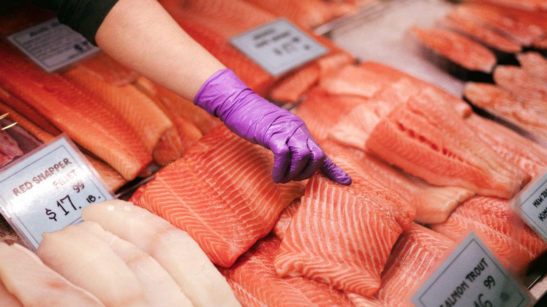El salmón se cocina mejor a fuego lento.