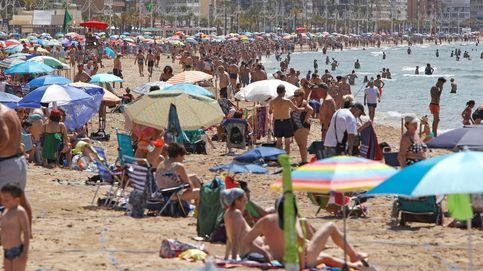 El fin del estado de alarma dispara el empleo en la costa; Madrid se estanca