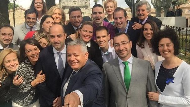 Foto: Miguel Ángel Santamaría, en el centro, con su candidatura en las elecciones de 2015.