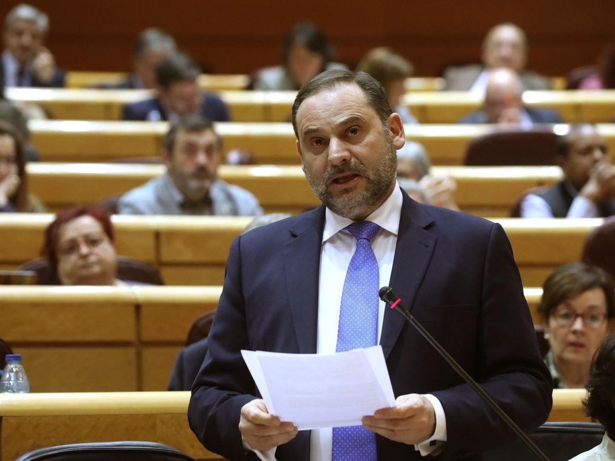 Foto: José Luis Ábalos, ministro de Transportes, este 11 de febrero en el Senado. (EFE)