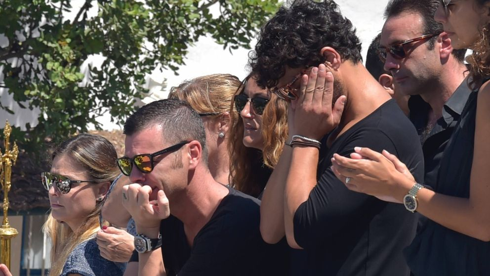 Rostros conocidos en el último adiós a Ángel Nieto en el crematorio de Ibiza