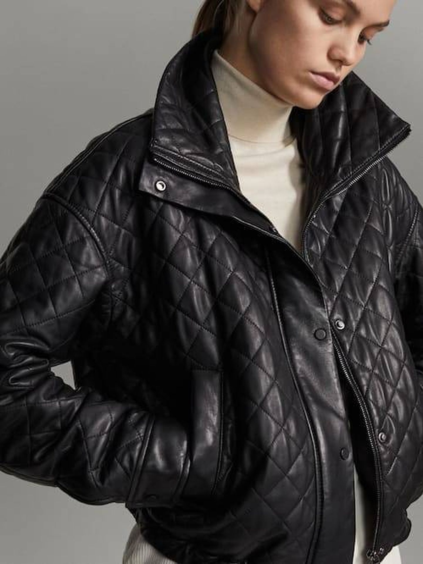 La chaqueta de Massimo Dutti. (Cortesía)