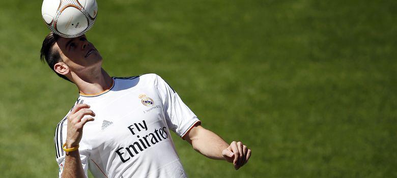 Foto: Gareth Bale en su presentación en el Santiago Bernabéu (Reuters).