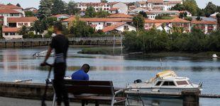 Post de A Francia en el barco de la playa: así 'regatean' los inmigrantes a los gendarmes