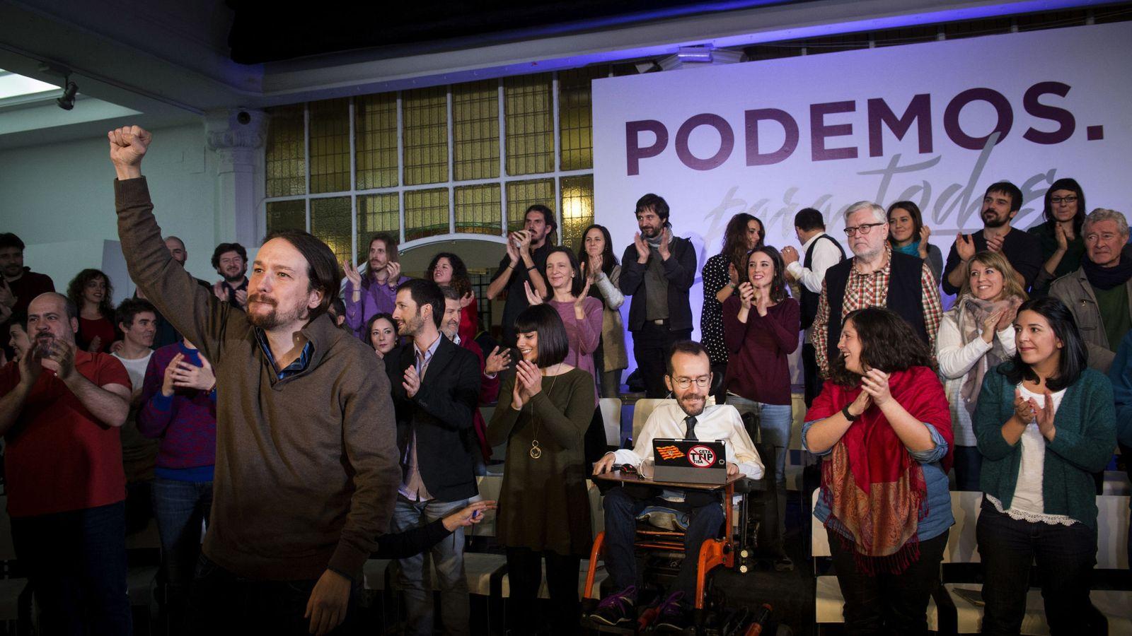 Foto: El secretario general de Podemos, Pablo Iglesias (i), durante el acto de presentación de su proyecto 'Podemos para todas'. (EFE)