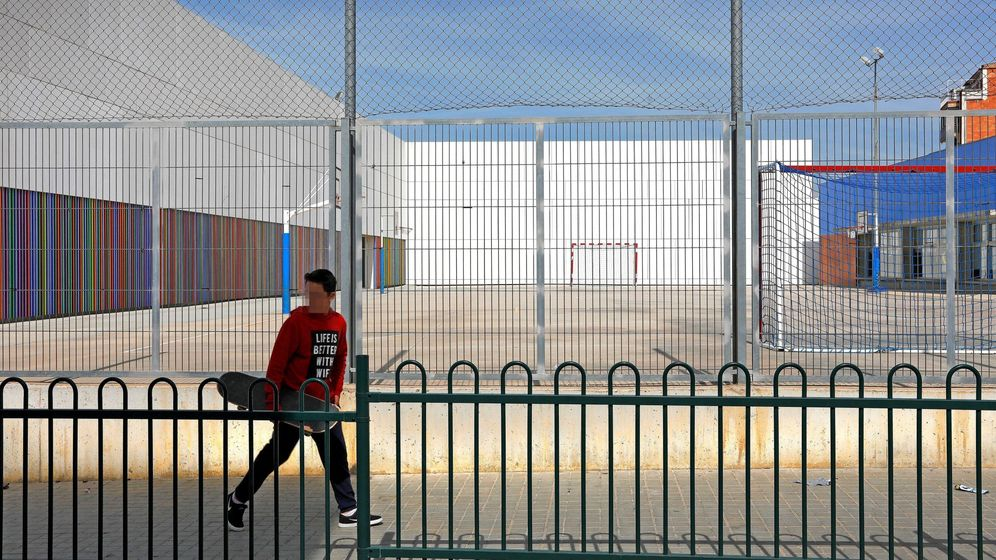 Foto: Colegio cerrado para evitar la propagación del virus (EFE)