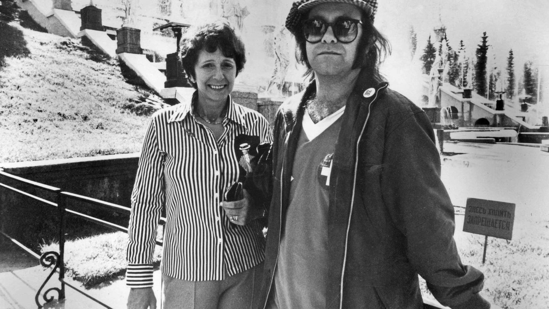 El cantante y su madre, durante un viaje a Moscú en 1979. (Cordon Press)