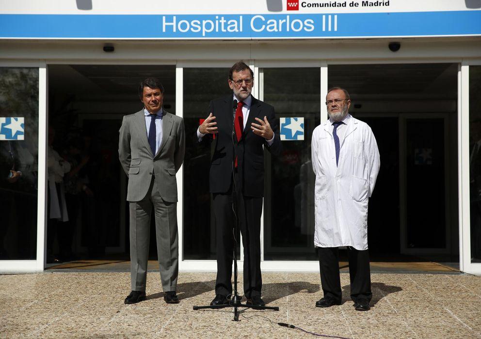 Foto: Mariano Rajoy durante su comparecencia a las puertas del Hospital Carlos III de Madrid (Reuters)