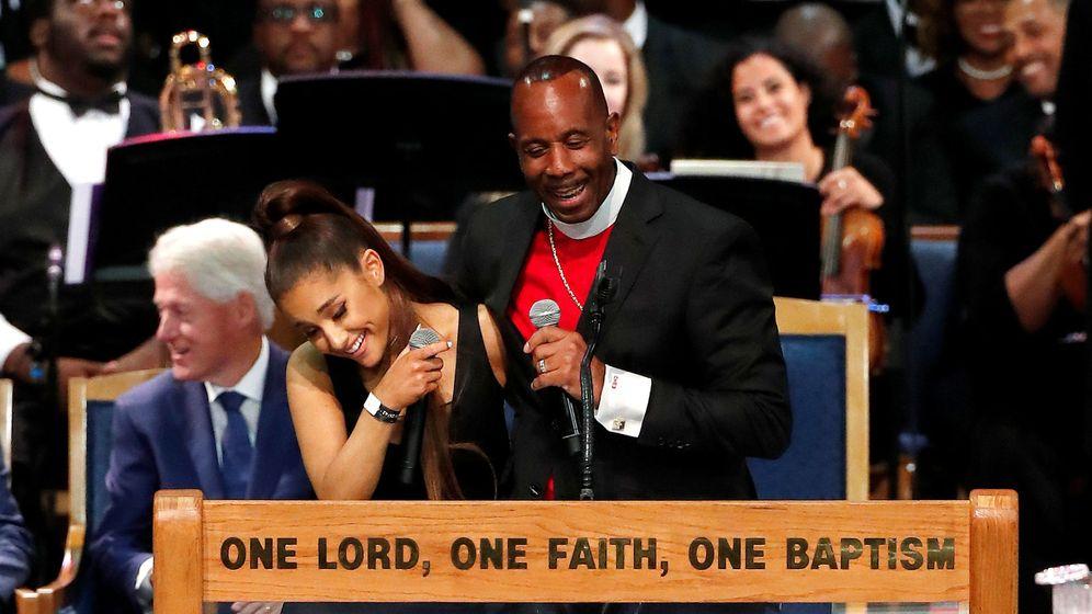 Música  El obispo del funeral de Aretha se disculpa tras tocarle un ... 381ee08e75c
