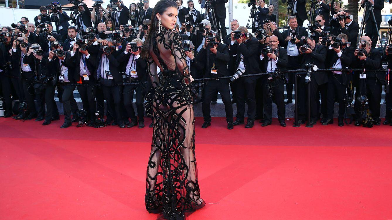 El auge del naked dress: por qué las famosas se gastan fortunas en ir (casi) desnudas