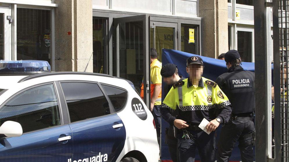 Foto: Efectivos de los Mossos d'Esquadra y de la Guardia Urbana. (EFE)