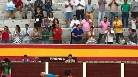 El torero Juan José Padilla luce una bandera franquista en Jaén
