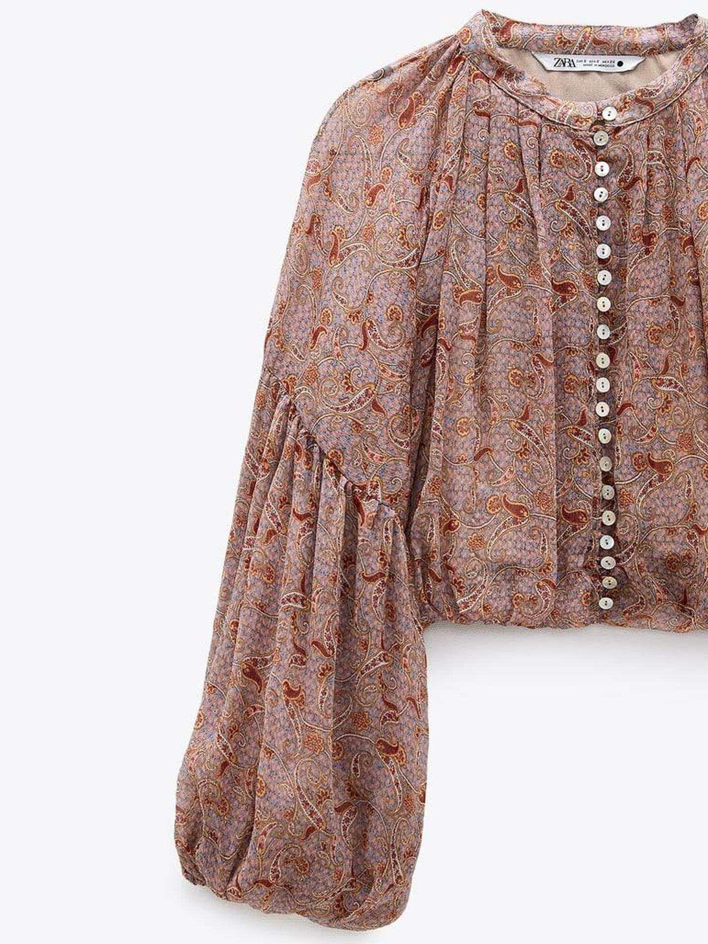 Blusa retro y sofisticada de Zara. (Cortesía)