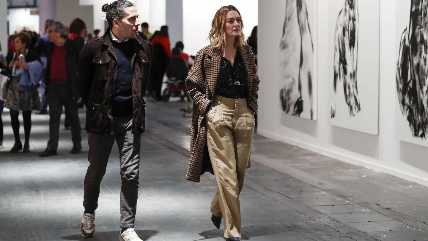 Marta Ortega, de paseo en ARCO junto a Carlos Torretta. (Gtres)