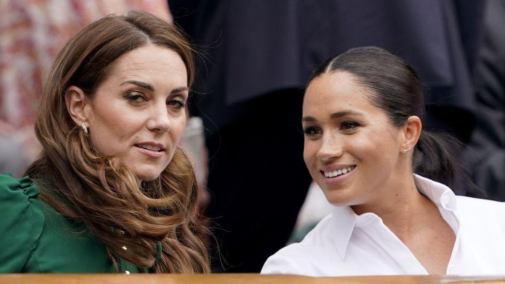 Foto: Meghan Markle y Kate Middleton en la final de Wimbledon. (Reuters)