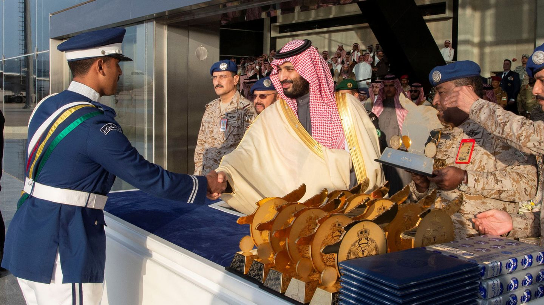 Mohamed bin Salman, en una ceremonia de graduación de la Academia Aérea Rey Faisal, en Riad. (Reuters)