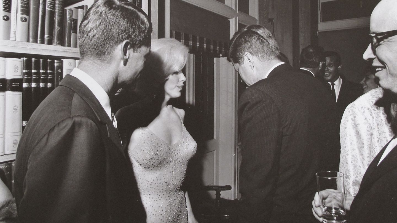Fotografía en la que aparece la actriz junto a los hermanos Kennedy (Gtres)