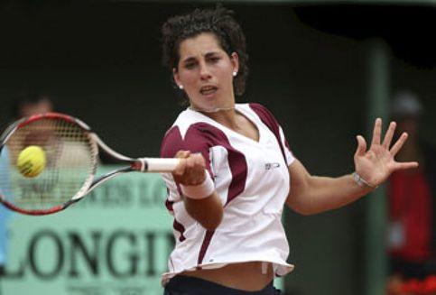 Carla Suárez deslumbra en París al vencer a Mauresmo