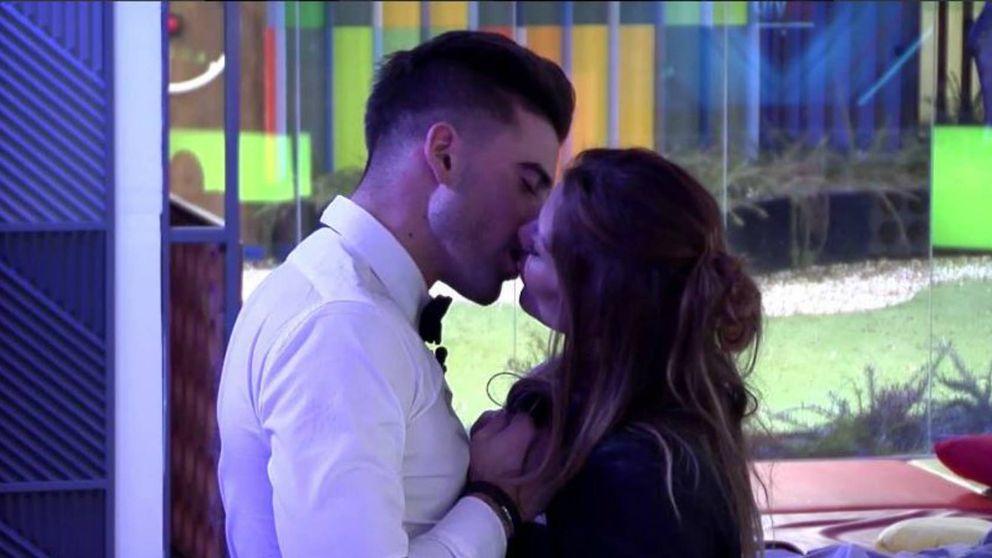 Ivonne Reyes y Sergio dan rienda suelta a la pasión con su primer beso en 'GH VIP'
