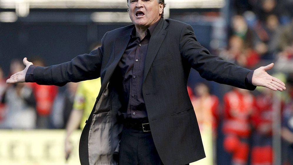 Foto: José Antonio Camacho, durante un partido. (EFE)